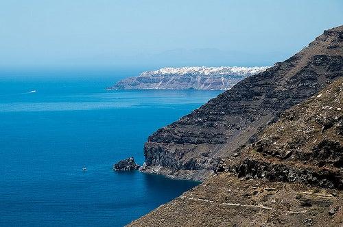 Las increíbles e inusuales playas de Santorini en Grecia