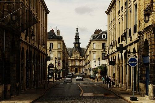 De paseo por la hermosa ciudad de Reims en Francia