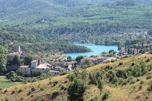 La localidad de Esparron de Verdon, el lugar con el lago más bello de Francia