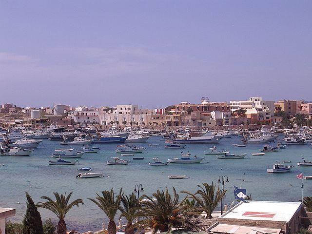La paradisíaca isla de Lampedusa en Italia