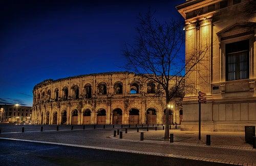La hermosa ciudad de Nimes en Francia, todo un legado de la Roma imperial