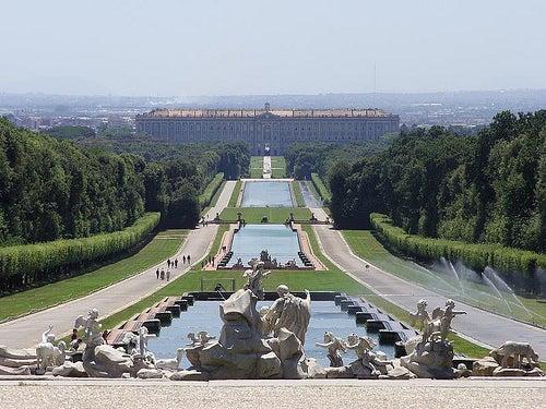Los impresionantes jardines del Palacio Real de Caserta en Italia
