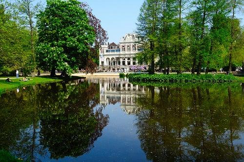 El parque Vondelpark, el más grande y visitado de la ciudad de Ámsterdam