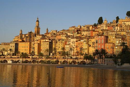 La bella ciudad de Menton, una perla en la Costa Azul de Francia
