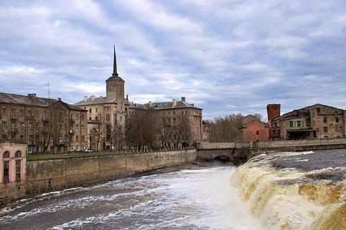 Narva en Estonia, un lugar histórico en la frontera con Rusia