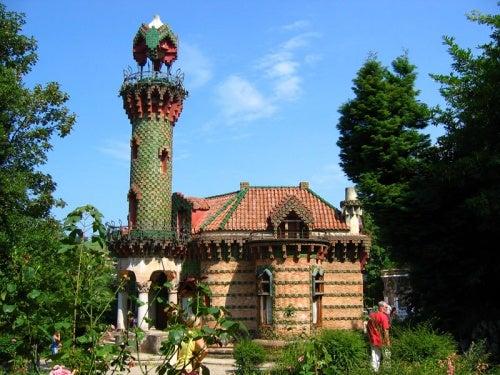 ¡Conoce el Capricho de Gaudí! Todo un palacio encantado del genial arquitecto en Cantabria