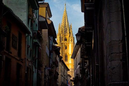 Recorre con nosotros el casco antiguo de Oviedo en España ¡Te va a encantar!