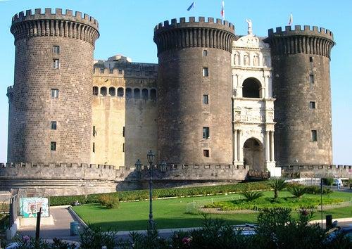 Te invitamos a visitar el imponente Castel Nuovo en la preciosa ciudad de Nápoles