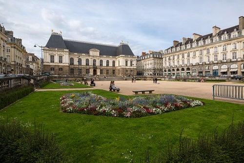 Descubre con nosotros la fabulosa ciudad de Rennes, tesoro de Francia