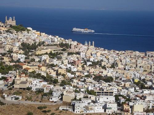 Recorre con nosotros la bella e imponente Isla de Syros en Grecia