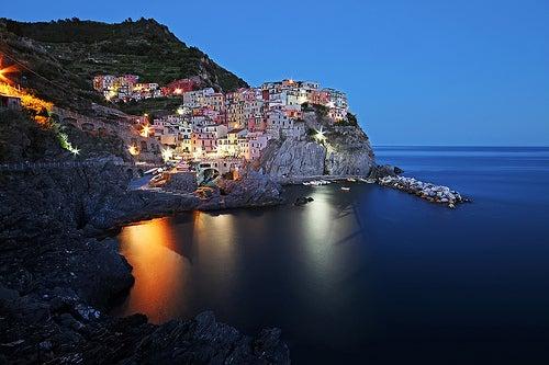 """Manarola y Riomaggiore, te invitamos a recorrer """"la vía del amor"""" en la bella costa de Italia"""