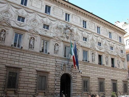 """Conoce con nosotros el bello Palacio Spada en Roma y su impactante """"galería de la ilusión"""""""