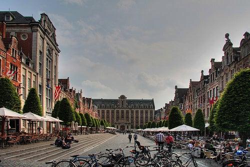 Disfrutando de la bella arquitectura de Bélgica en la ciudad de Lovaina