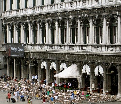Recorre con nosotros los más bellos e históricos Cafés de Venecia