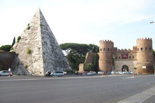 La Pirámide Cestia en Roma, descubre con nosotros los misterios de este enigmático lugar