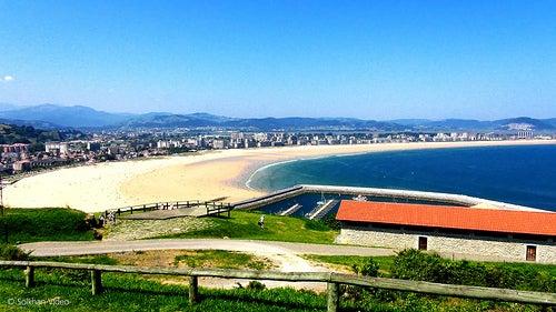 La ciudad histórica de Laredo en Cantabria, capital de la costa esmeralda