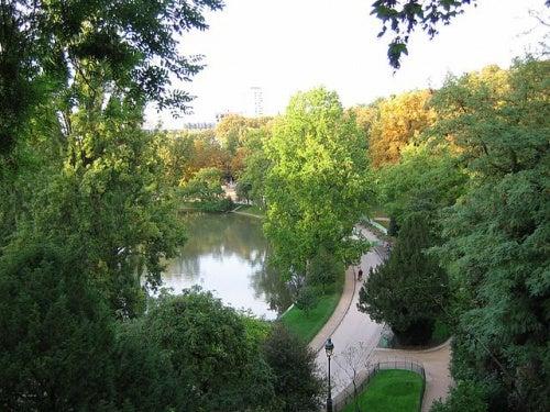 El Parc des Buttes-Chaumont, uno de los jardines más impresionantes de París