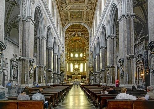 La colosal Catedral de Nápoles y su capilla de los tesoros