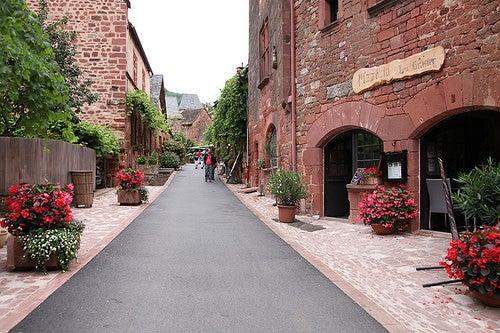 Collonges-la-Rouge en Francia, el pueblo encantado de la piedra roja