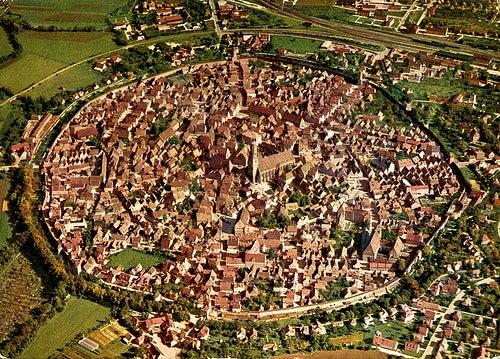 Nördlingen en Alemania, la ciudad ubicada sobre el cráter de un meteorito