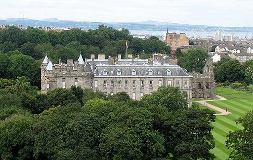 Conozcamos el espectacular palacio Holyroodhouse en Edimburgo