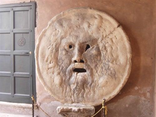 La Boca de la Verdad en Roma, una enigmática escultura milenaria que te dejará de piedra