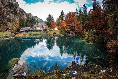 El lago Blausee en Suiza, un lugar de película