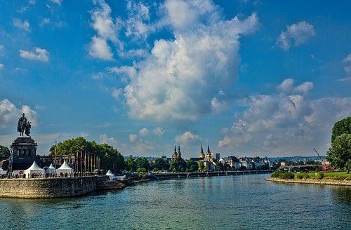 Embelesados con el encanto de la ciudad de Coblenza en Alemania
