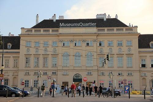 Demos un paseo por el espectacular Museumsquartier en Viena