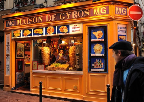 Autor: JanetandPhil You do not see many 'sliced meat', built-up spits in the United States anymore (in the U.S. we have pre-fabricated gyros loaves). These traditional rotisseries are quite prevalent in Paris.