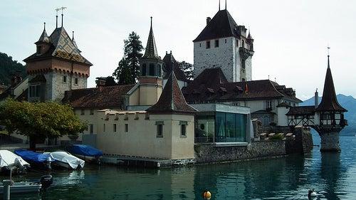 Descubramos la magia del Castillo Oberhofen en Suiza