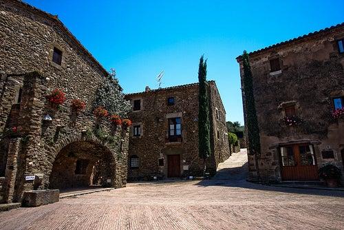 La localidad de Monells en España, un escenario de película
