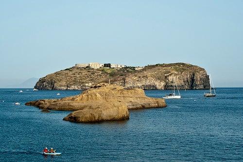 La isla Ventotene, un paraíso natural en la costa de Italia