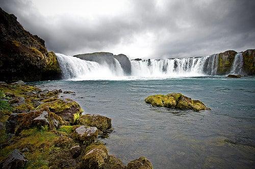 La belleza de las Cataratas Godafoss en Islandia