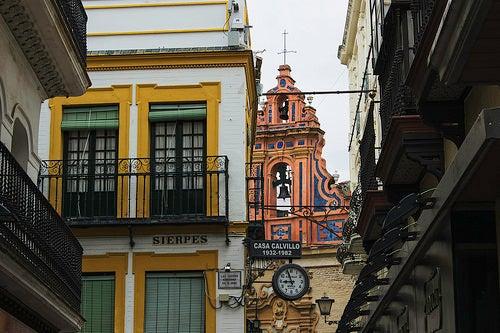 """Recorremos la calle Sierpes de Sevilla, """"una calle con mucho arte"""""""
