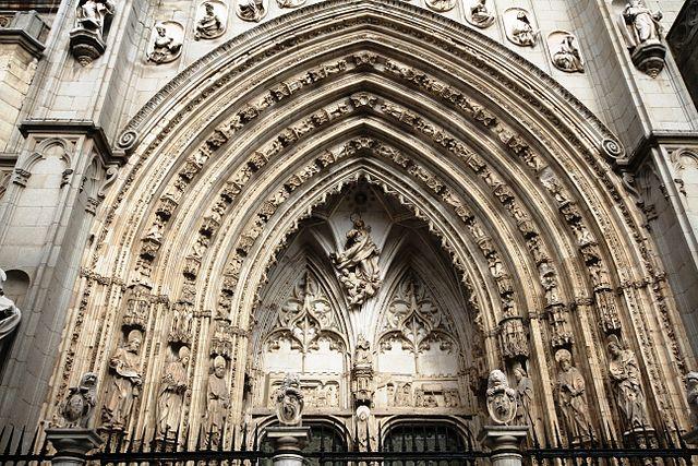 puerta de los leones, catedral de toledo