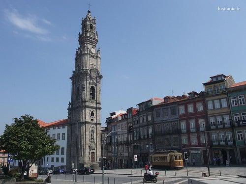 La Torre de los Clérigos, uno de los monumentos más emblemáticos de Oporto