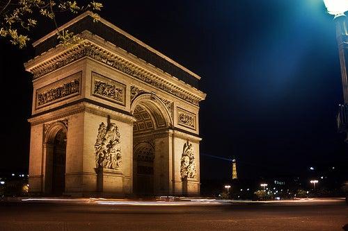 El Arco del Triunfo de París, uno de los monumentos más famosos del mundo