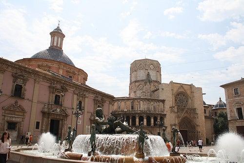 Visitamos la plaza de la Virgen de Valencia ¡Te va a sorprender!