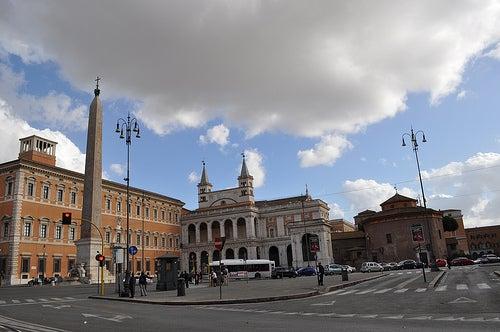 La monumental Plaza de San Juan de Letrán, una de las más famosas de Roma