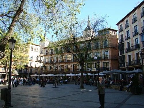 Descubre la plaza de Zocodover de Toledo, un lugar con mucha historia
