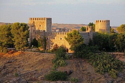 Una joya histórica y de leyenda, el Castillo de San Servando de Toledo