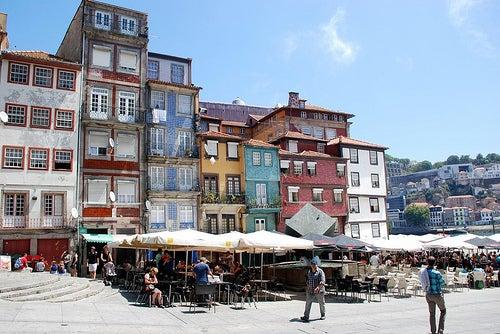 La Plaza de la Ribeira, una de las más bonitas de Oporto