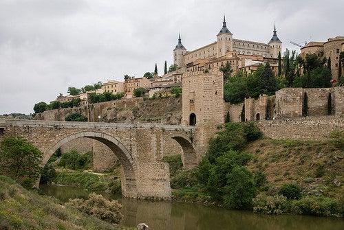 El puente de Alcántara, una joya arquitectónica de Toledo