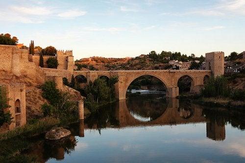 El puente de San Martín, uno de los tesoros monumentales de Toledo