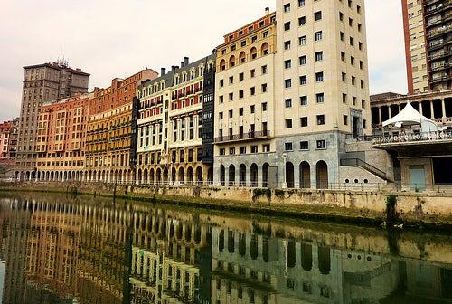 Recorremos el fascinante y monumental casco viejo de Bilbao