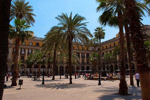 La Plaza Real de Barcelona, un lugar muy popular y lleno de diversión