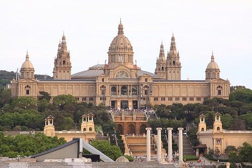 El Palacio Nacional, un monumento colosal en la ciudad de Barcelona