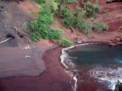 playa-roja-en-hawai